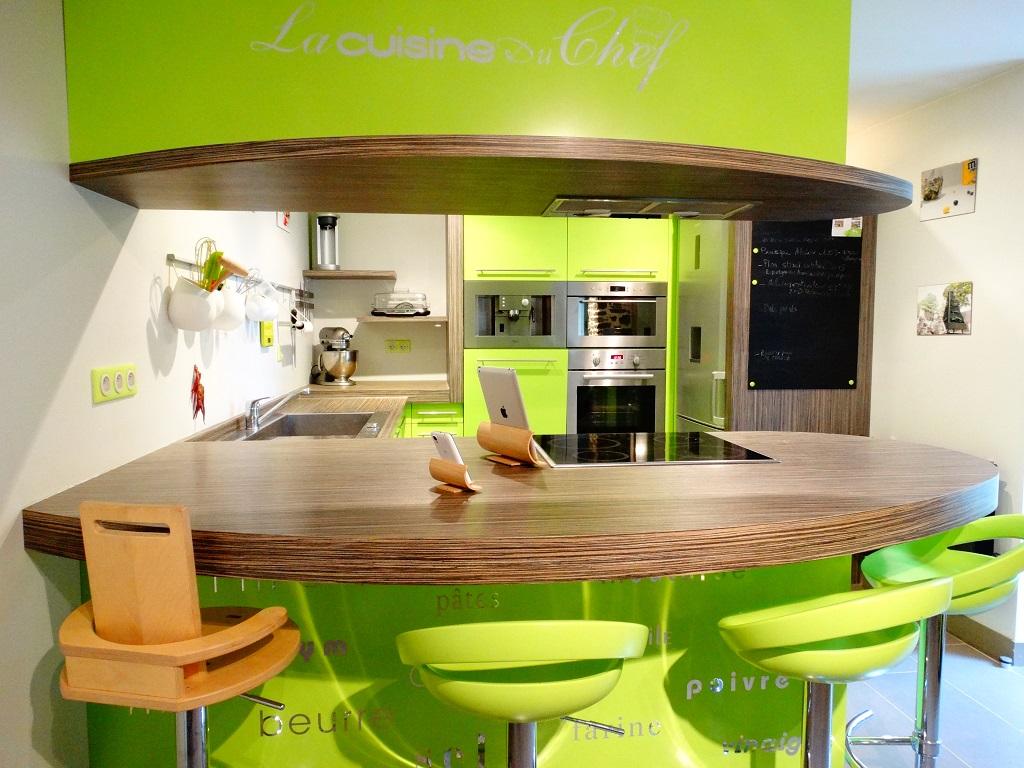 Cuisine sur mesure laquée en vert