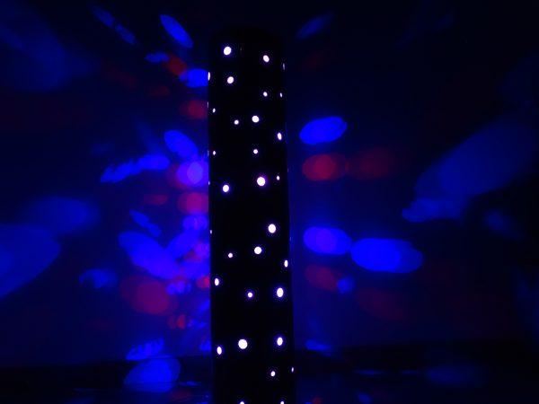 LAMPE MULTICOLORE EN BOIS CINTRE 4 600x450 - Lampe cylindre en bois