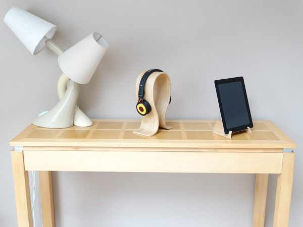 SUPPORT CASQUE AUDIO CINTRE EN BOIS 2 600x450 - Support casque audio cintré en bois