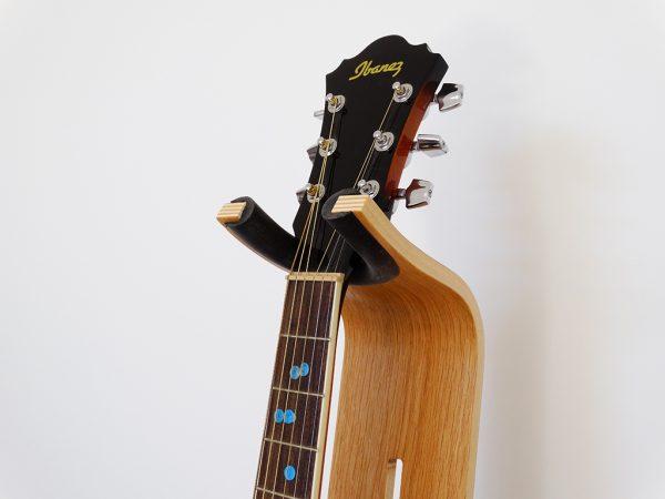 SUPPORT GUITARE EN BOIS 2 600x450 - Support guitare en bois ajustable