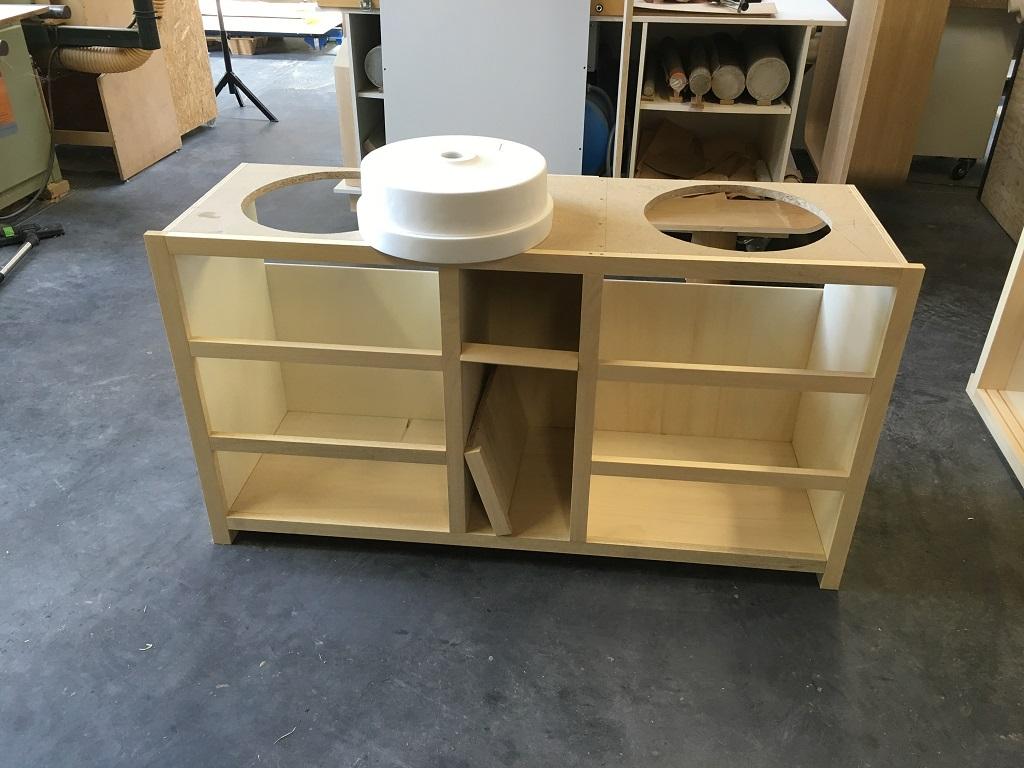 Fabrication meuble sous vasque en massif - Salle d'eau Acajou