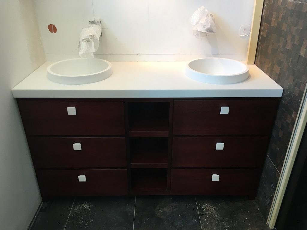 Poignées vasques plan en Krion pailleté - Salle d'eau Acajou