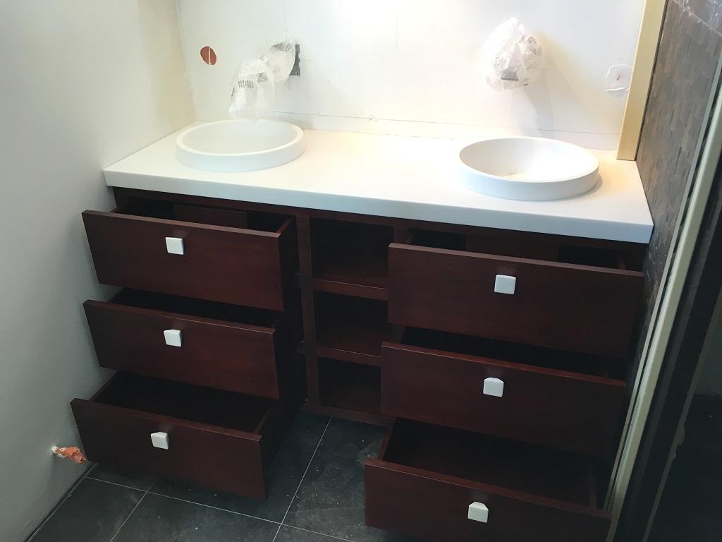 Pose meuble salle deau sur mesure acajou - Salle d'eau Acajou