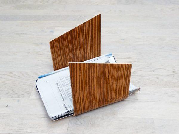 SUPPORT MAGAZINE EN BOIS CINTRE V2 ZEBRANO 600x450 - Porte revue en bois cintré