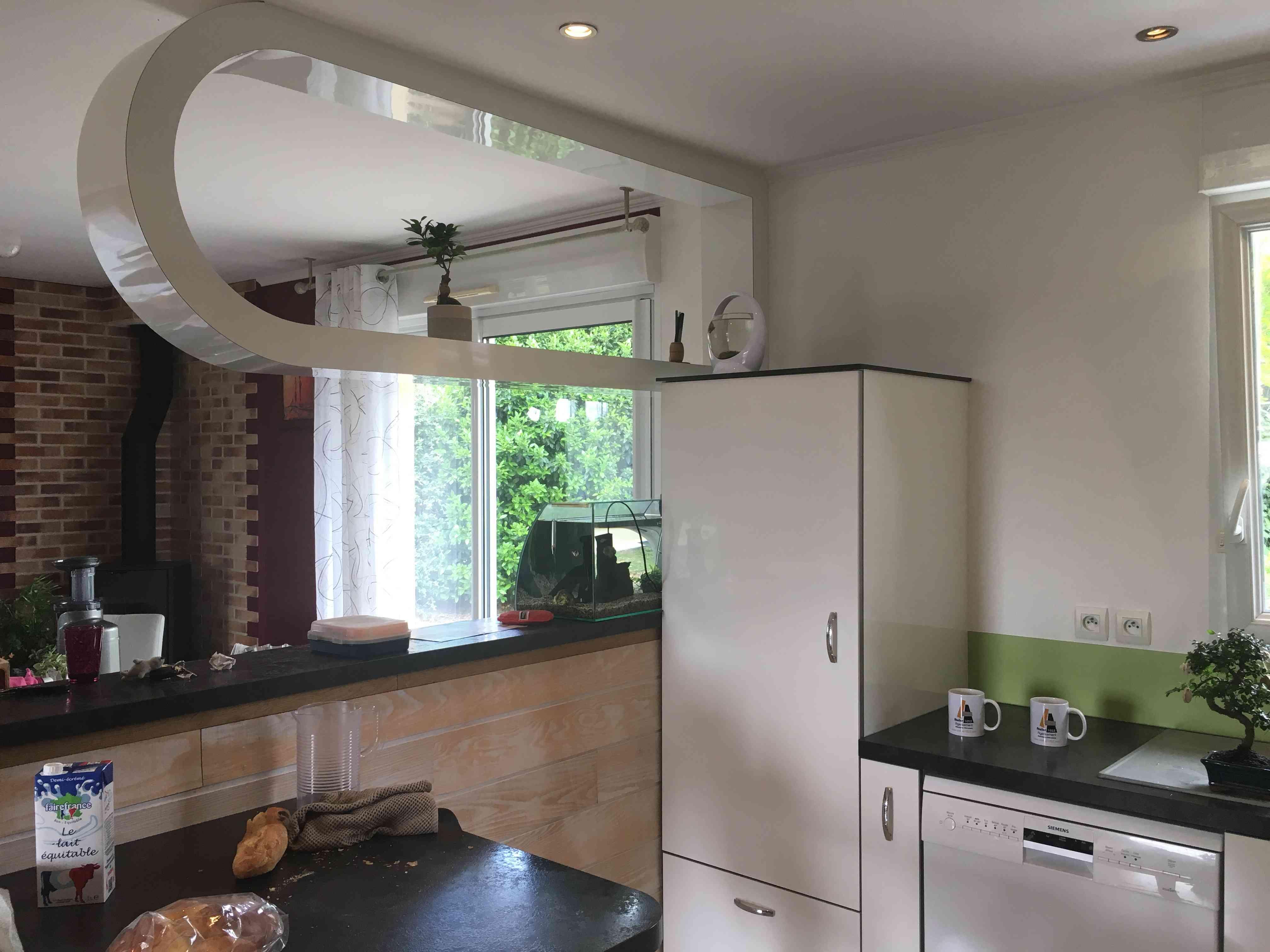 IMG 5682 - Cuisine blanche crédence verte avec décor Morito et décoration aérienne