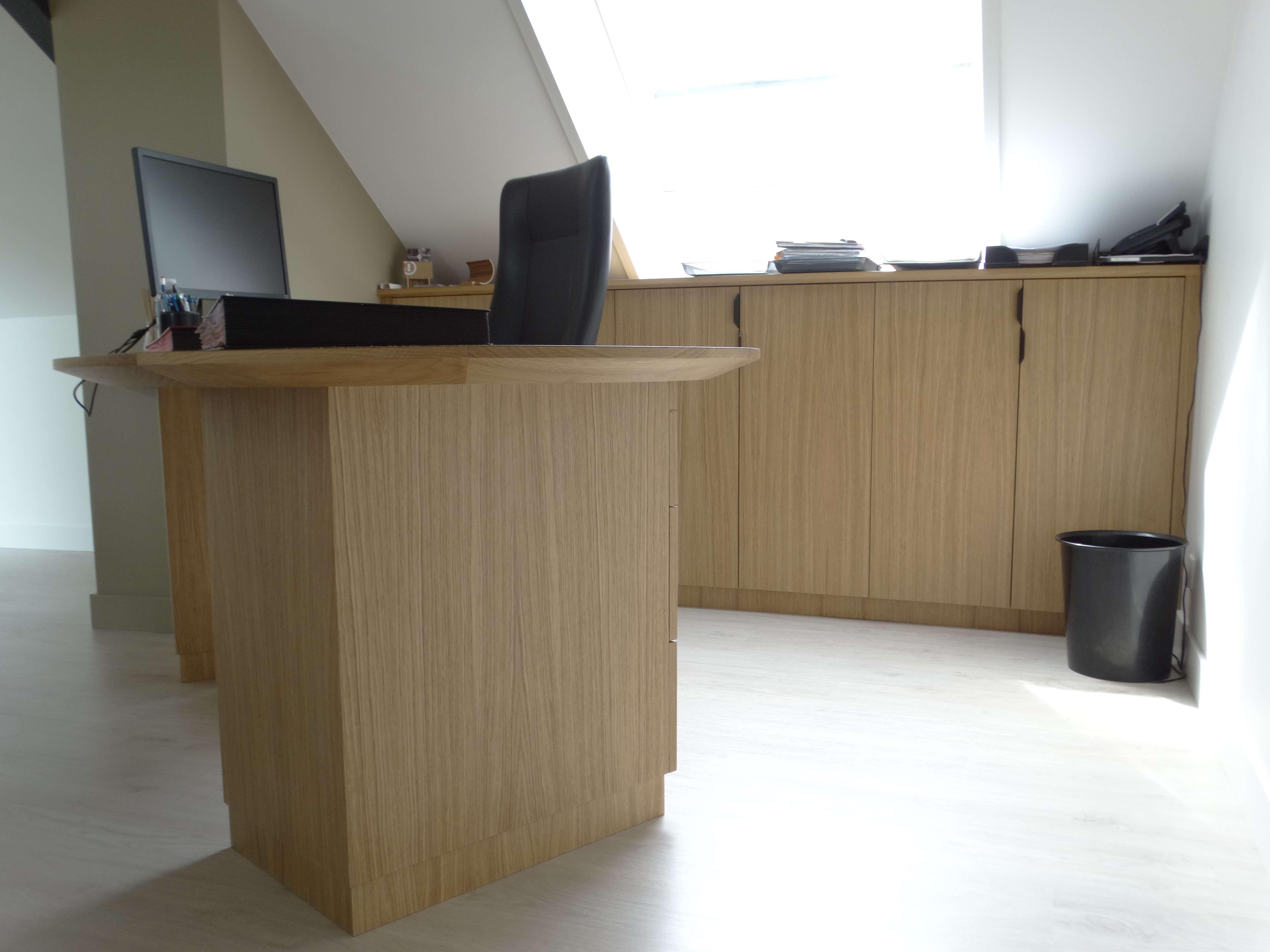 Bureau sur mesure en chêne - Bureau original mairie en bois zebrano et chêne