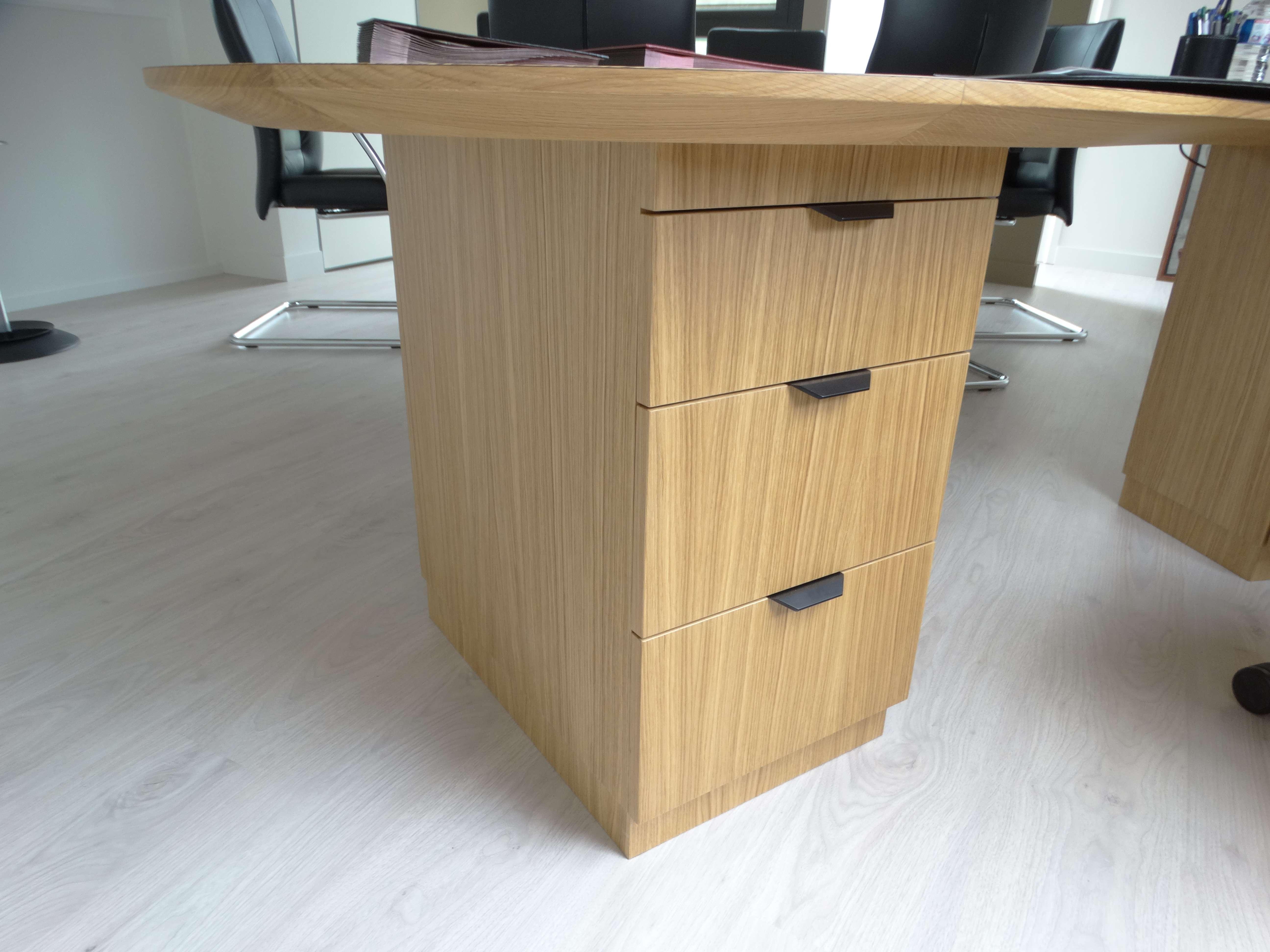 Caisson de tiroirs sur mesure bureau mairie - Bureau original mairie en bois zebrano et chêne