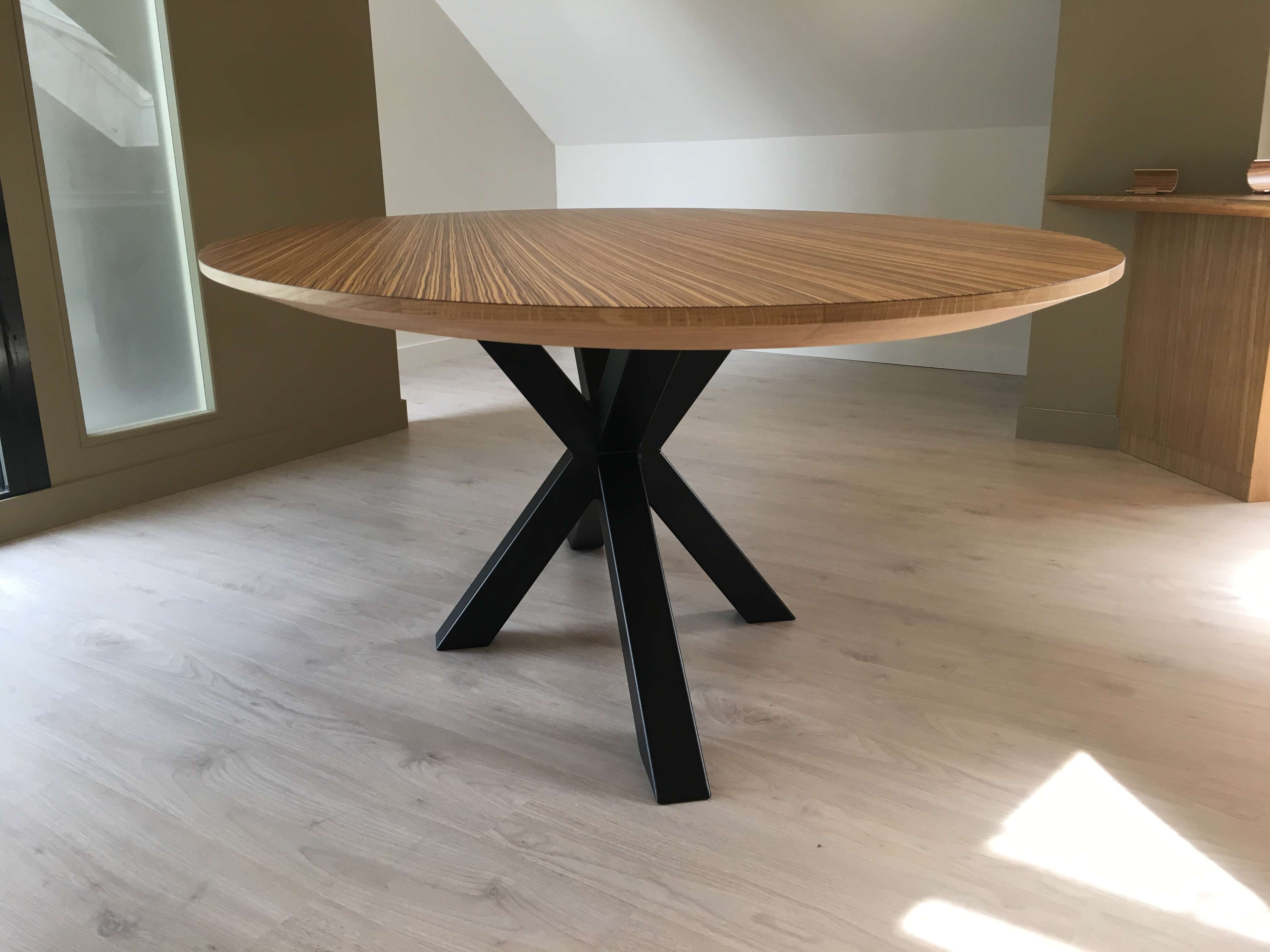 Table de réunion bois massif avec pietement acier - L'Atelier 1053