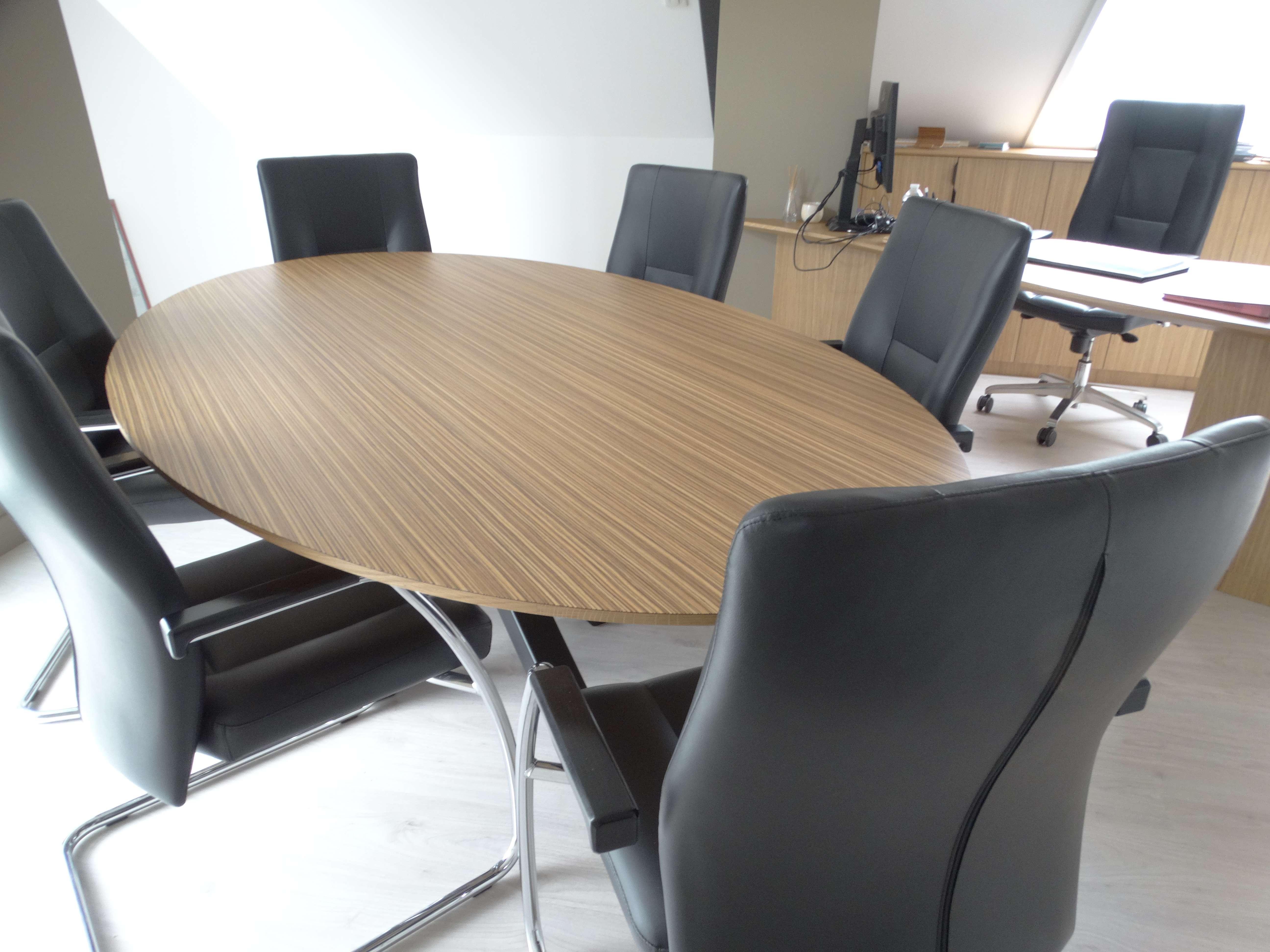 Table de réunion sur mesure bureau mairie - Bureau original mairie en bois zebrano et chêne