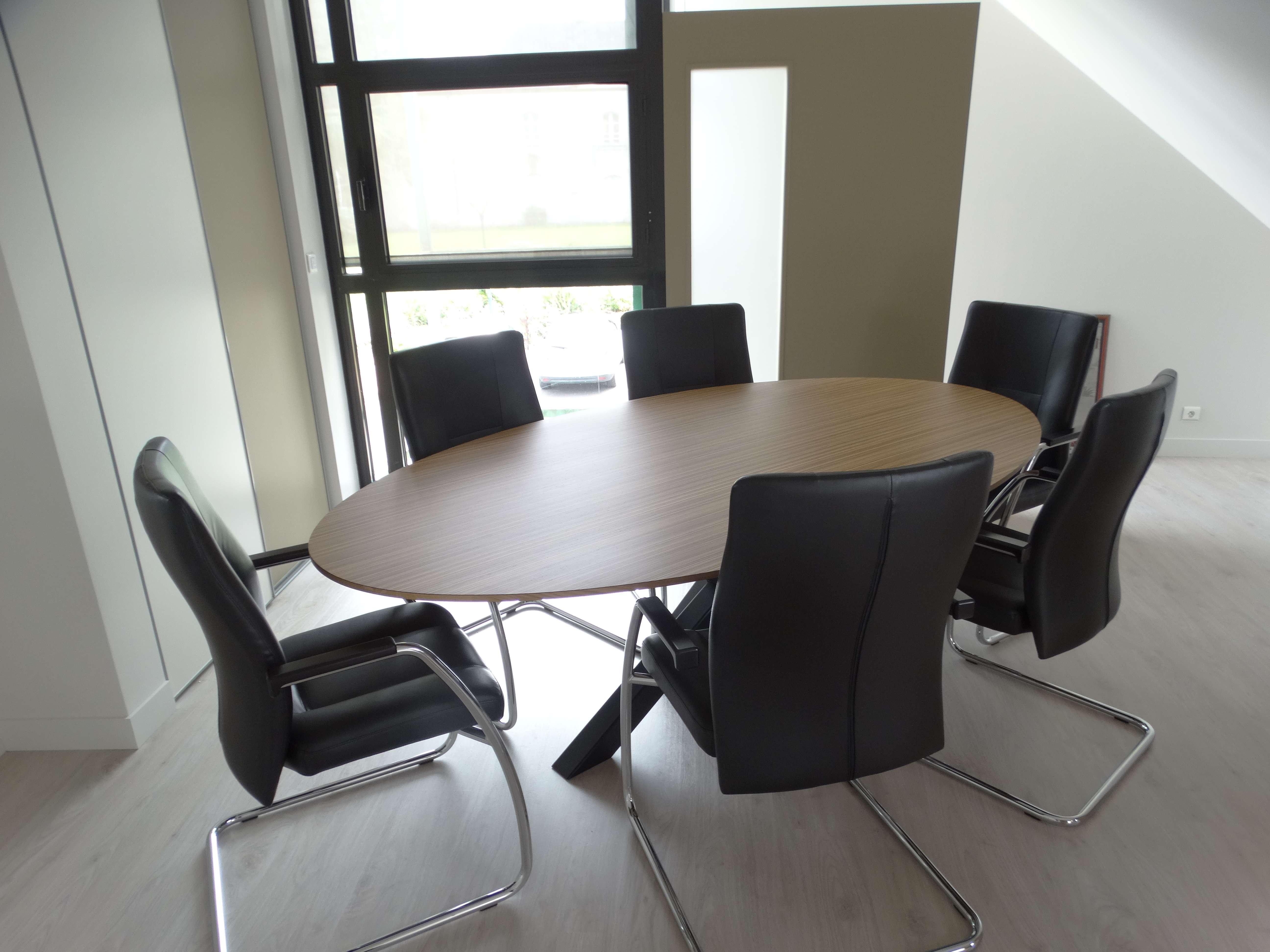 table de réunion directeur ovale massif - Bureau original mairie en bois zebrano et chêne