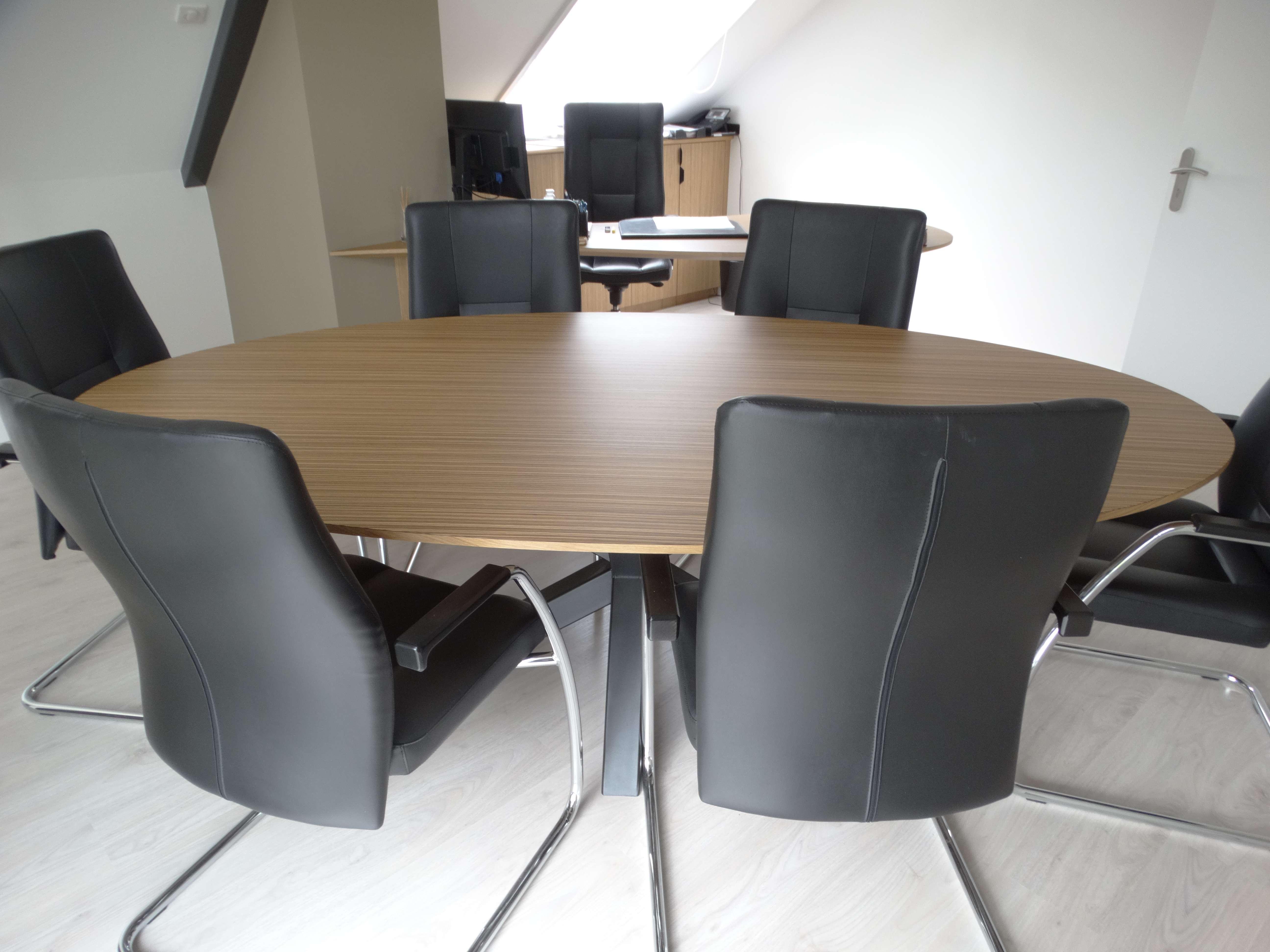 table de travail ovale avec pietement acier - Bureau original mairie en bois zebrano et chêne