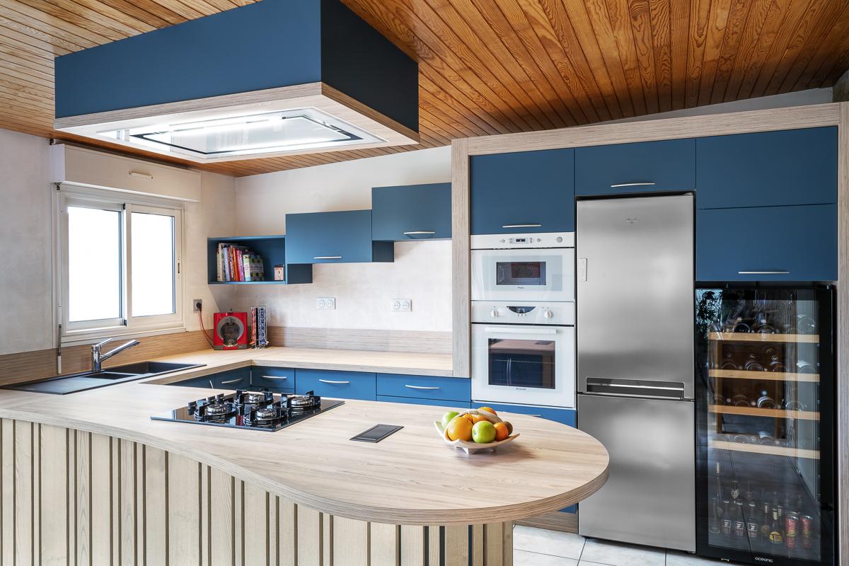 cuisine sur mesure bleu pétrole et frêne par atelier 1053