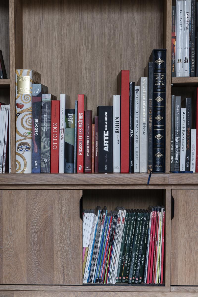 DSC9109 BIBLIOTHEQUE 4 - Bibliothèque sur mesure chêne brossé avec échelle métallique sur rail