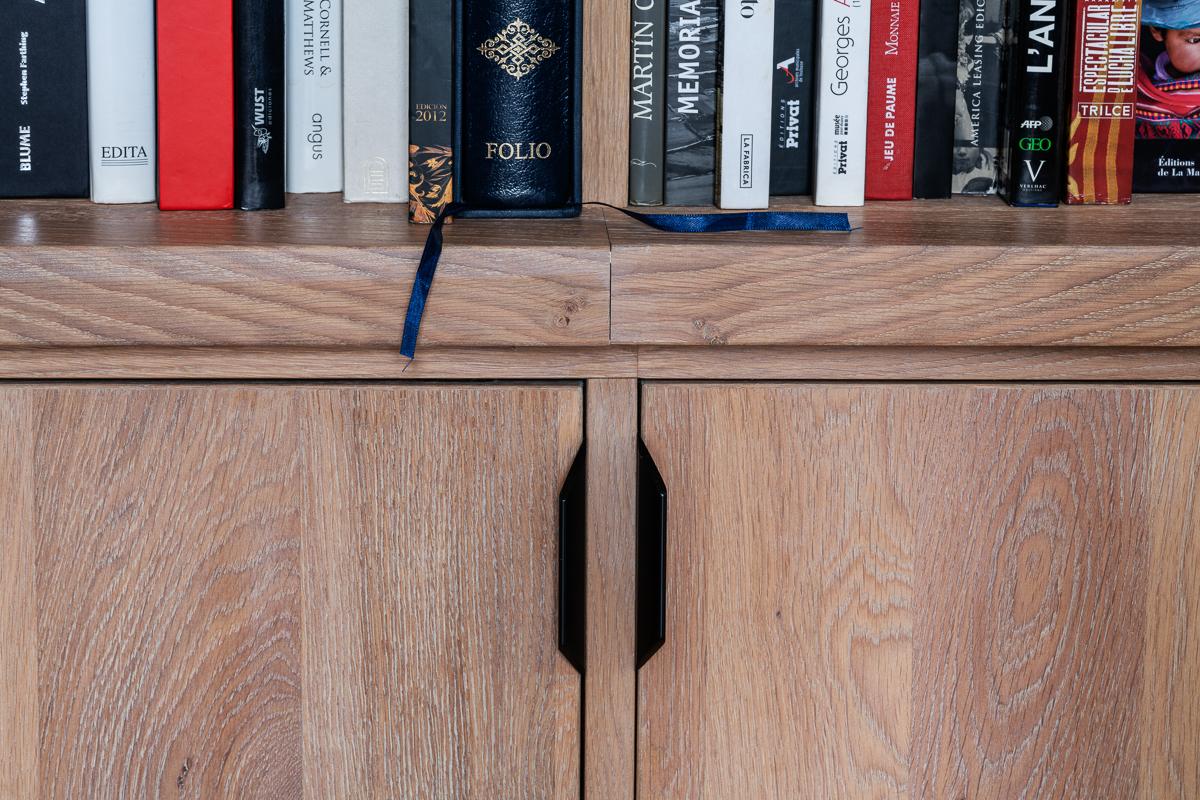 DSC9112 BIBLIOTHEQUE 5 - Bibliothèque sur mesure chêne brossé avec échelle métallique sur rail