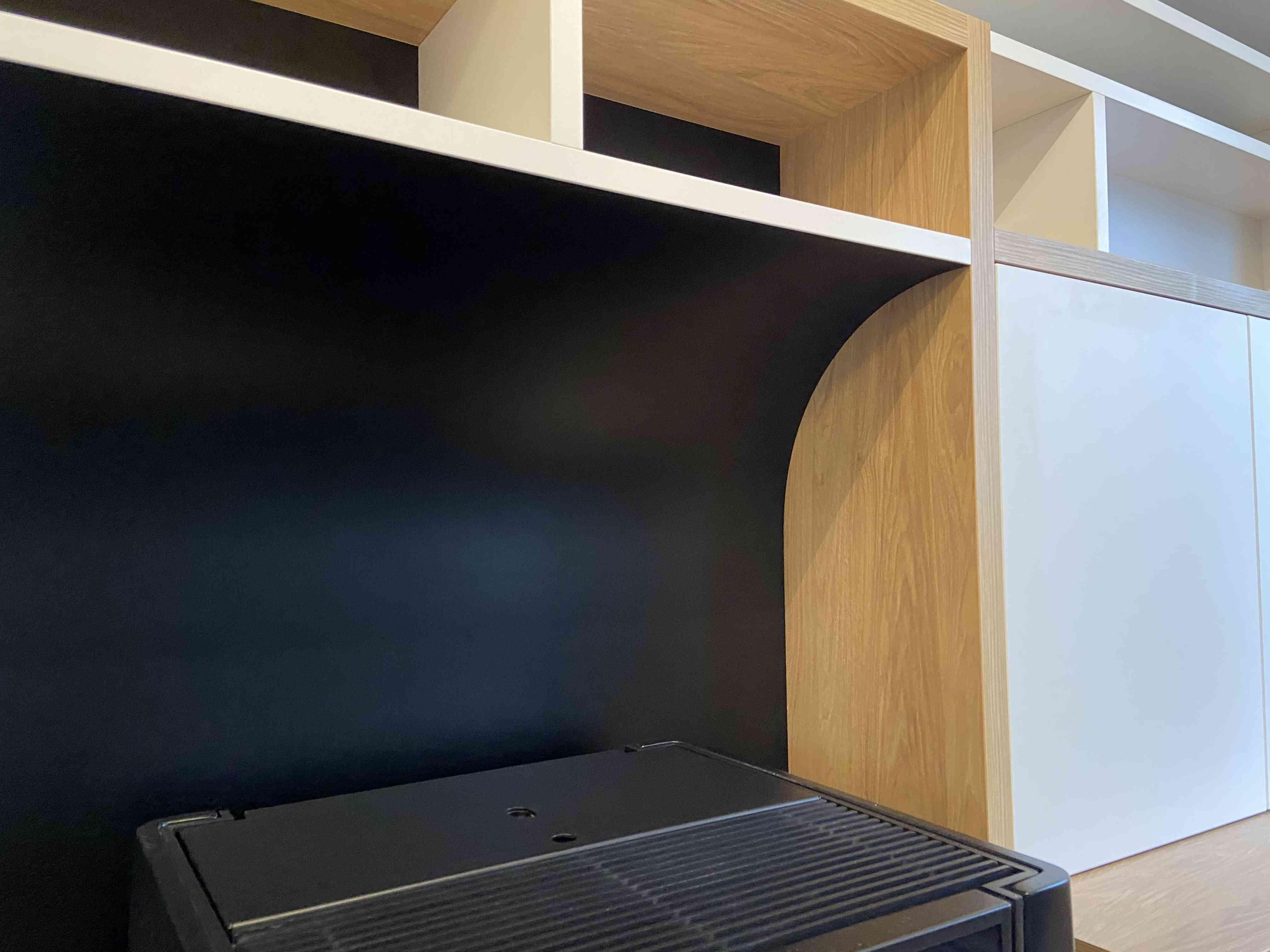 1 Bibliothèque sur mesure salon bois blanc noir 4 - Bibliothèque sur mesure salon bois blanc noir