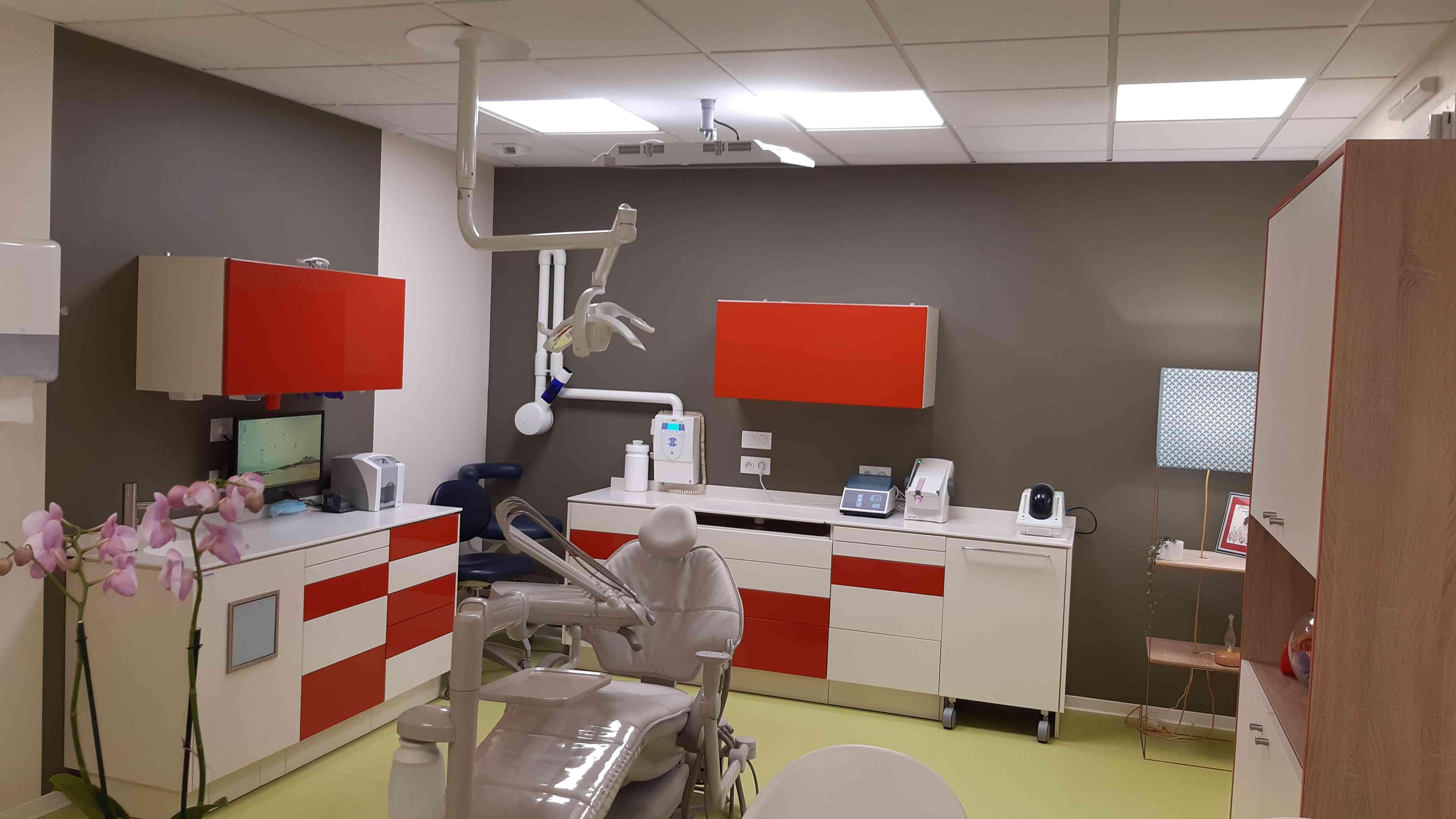 1 Cabinet dentiste coloré 2 - Les agencements professionnels