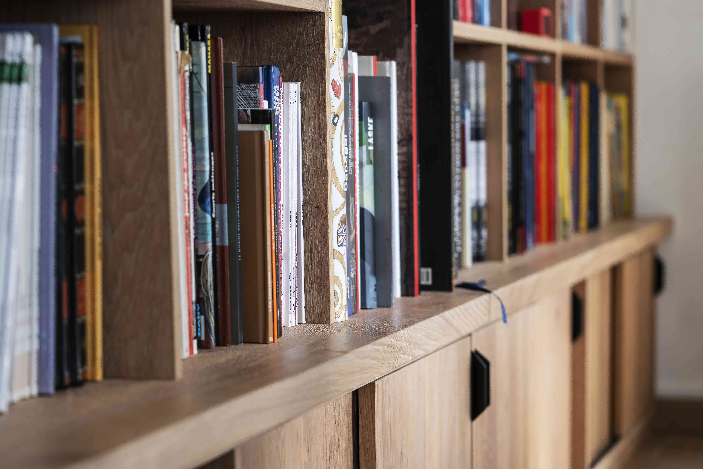 4 Bibliothèque sur mesure chêne brossé avec échelle métallique sur rail 9 - Bibliothèque sur mesure chêne brossé avec échelle métallique sur rail