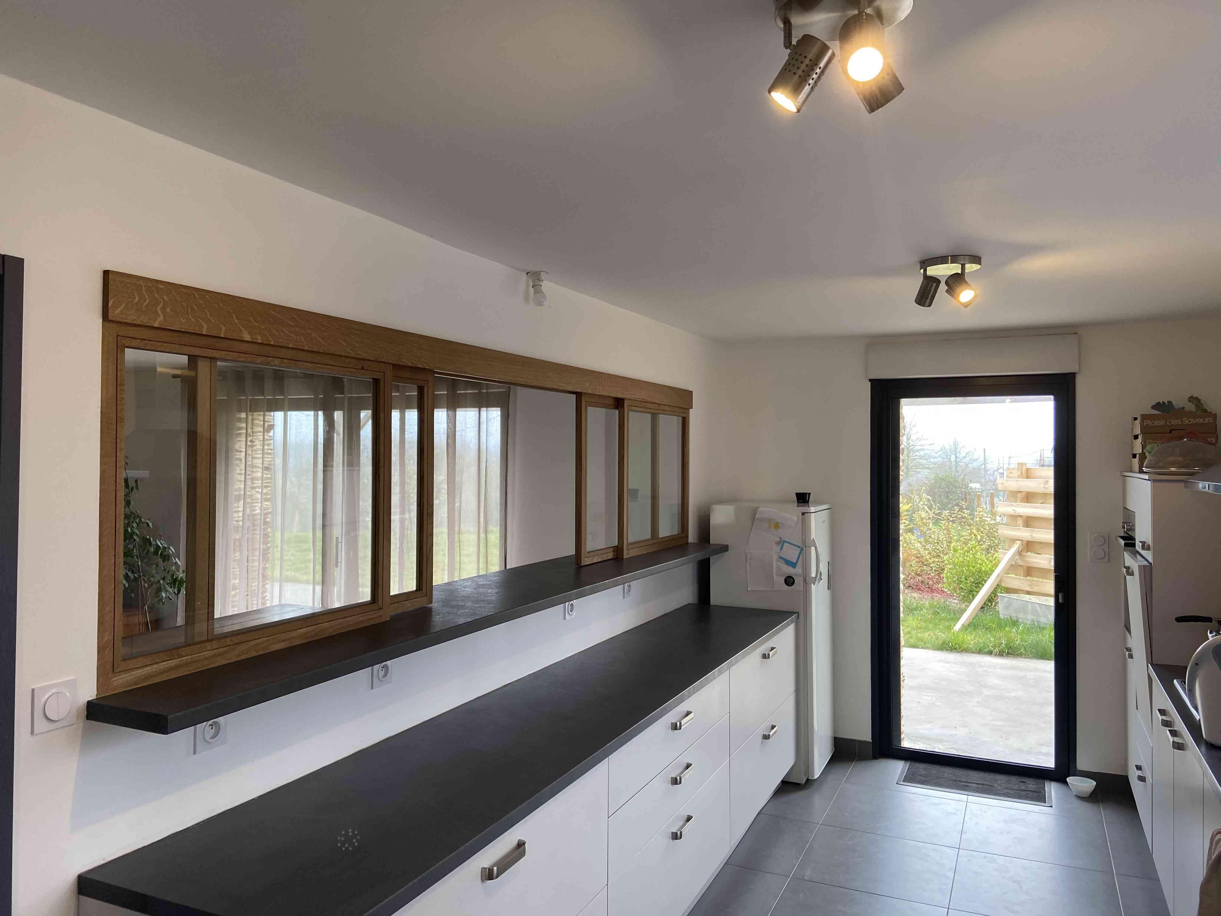 IMG 0615 - Verrière coulissante en chêne entre cuisine et séjour