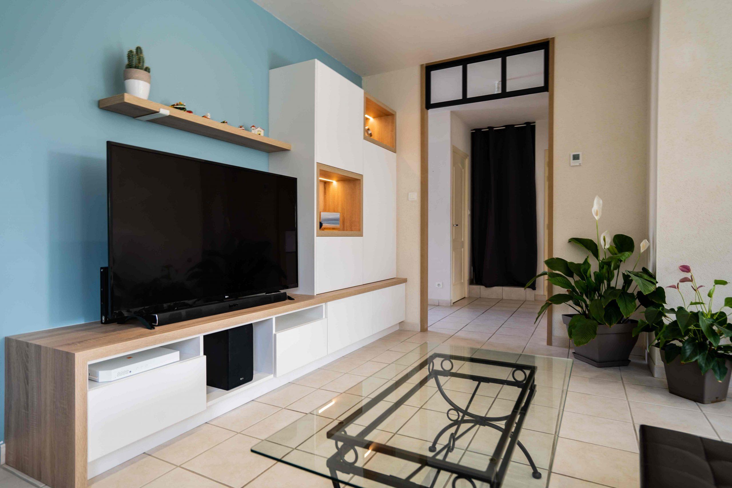 RDI01375 scaled - Meuble TV sur mesure blanc & chêne