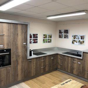 IMG 4379 300x300 - Cuisine chêne avec décor béton