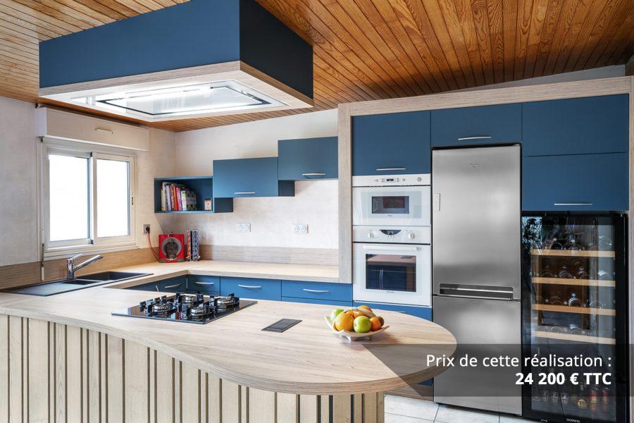 cuisine bleu petrole et frene avec plan de travail arrondi img 1 e1608045891612 - Cuisine Bleu pétrole et Frêne avec plan de travail arrondi