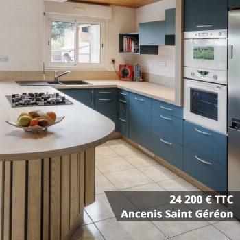 24200 Saint Géréon - Cuisine rouge courbée et plan de travail décors bois arrondi