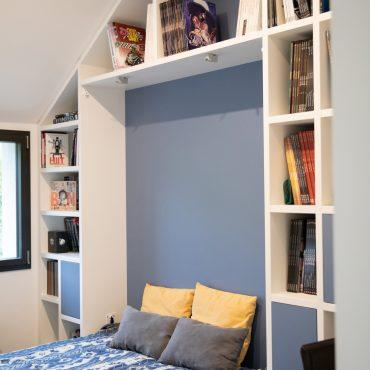 146 370x370 - Lit escamotable avec aménagement bibliothèque et coin bureau