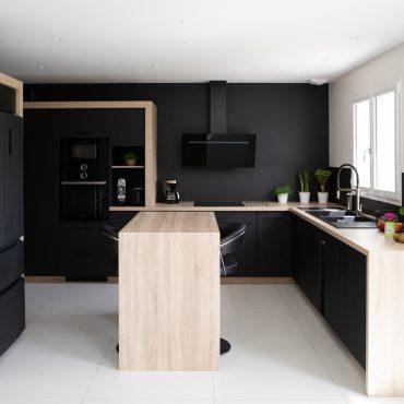 185 370x370 - Cuisine noir mat et plan de travail décors bois