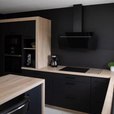 189 370x370 - Cuisine noir mat et plan de travail décors bois