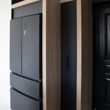 190 370x370 - Cuisine noir mat et plan de travail décors bois