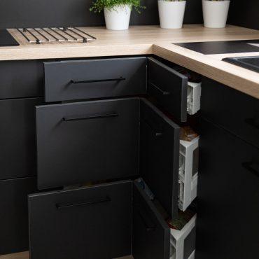 195 370x370 - Cuisine noir mat et plan de travail décors bois