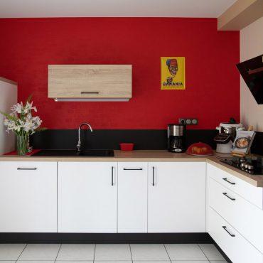 40 370x370 - Cuisine blanc et plan de travail bois
