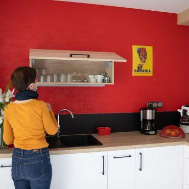 49 370x370 - Cuisine blanc et plan de travail bois