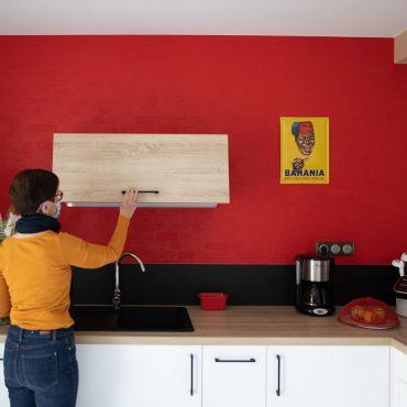 50 370x370 - Cuisine blanc et plan de travail bois