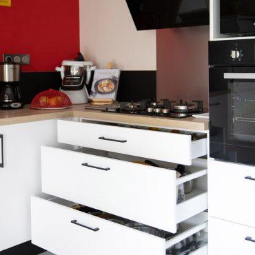 51 370x370 - Cuisine blanc et plan de travail bois