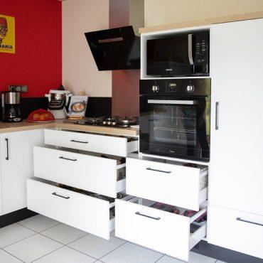 52 370x370 - Cuisine blanc et plan de travail bois