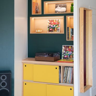 65 370x370 - Claustra en Chêne et meuble entrée avec niches