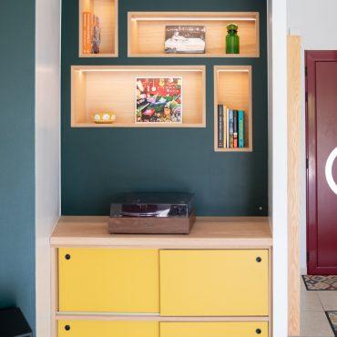 66 370x370 - Claustra en Chêne et meuble entrée avec niches