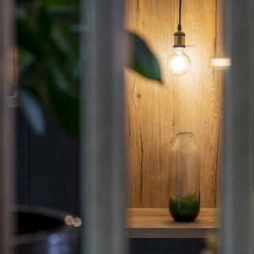 ATELIER 1053 CHANTIER 2 4 370x370 - Aménagement espace d'entrée dressing avec rangement et claustra bois de séparation