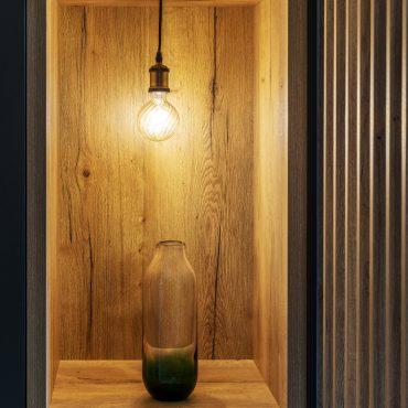 ATELIER 1053 CHANTIER 2 5 370x370 - Aménagement espace d'entrée dressing avec rangement et claustra bois de séparation