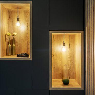 ATELIER 1053 CHANTIER 2 8 370x370 - Aménagement espace d'entrée dressing avec rangement et claustra bois de séparation