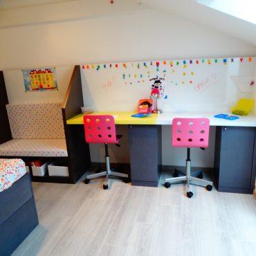 Amenagement chambre de jumelles sur mesure 370x370 - Lit enfant & espace bureau