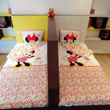 Chambre Minnie pour jumelles 370x370 - Lit enfant & espace bureau