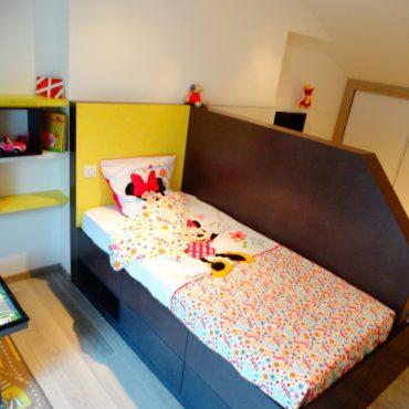 Chambre jumelles sur mesure 370x370 - Lit enfant & espace bureau