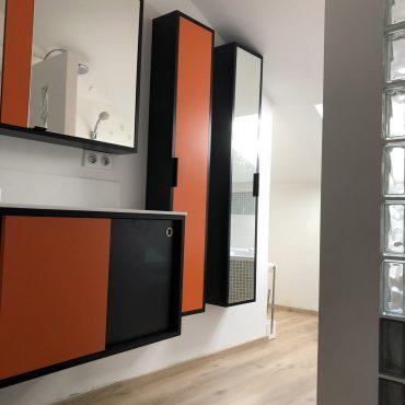 IMG 0304 370x370 - Meuble vasque et colonne noir et orange avec miroir