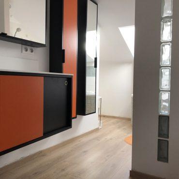 IMG 0305 370x370 - Meuble vasque et colonne noir et orange avec miroir