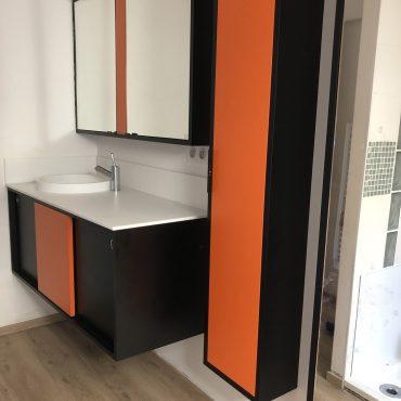 IMG 0306 370x370 - Meuble vasque et colonne noir et orange avec miroir