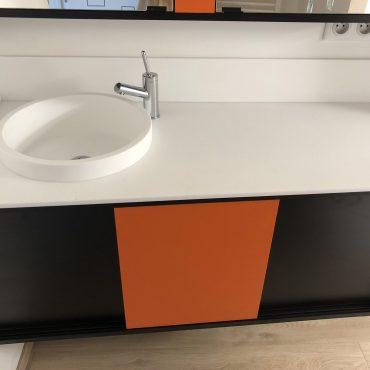 IMG 0309 370x370 - Meuble vasque et colonne noir et orange avec miroir