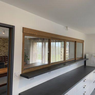 IMG 0613 370x370 - Verrière bois coulissante en chêne pour  séparation entre cuisine et pièce de vie