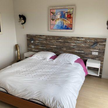IMG 0737 370x370 - Tête de lit bois et chevet blanc